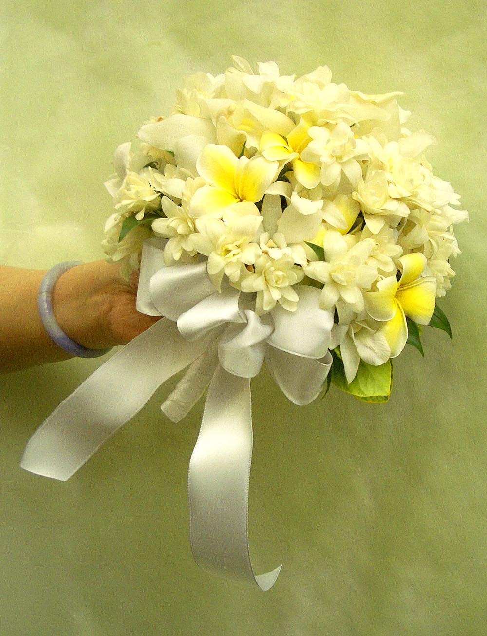 Wedding flowers a special touch florists serving lahaina and west a maui dream bouquet 155 tuberose orchid plumeria is available mid aug thru oct izmirmasajfo